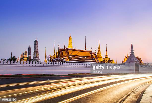 temple of the emerald buddha (wat phra kaew),grand palace at twilight in bangkok, thailand. - grand palace bangkok stock pictures, royalty-free photos & images