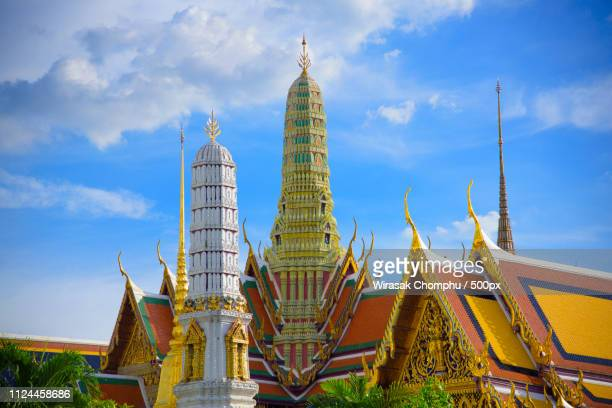 temple of the emerald buddha or wat phra kaeo - wawel cathedral stock pictures, royalty-free photos & images