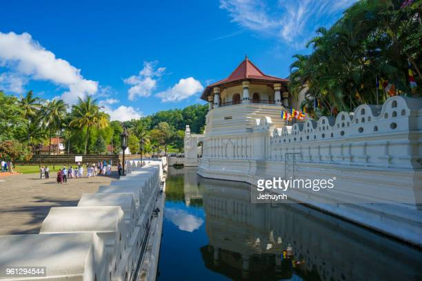 temple of the sacred tooth relic at kandy in the morning - kandy kandy district sri lanka stock pictures, royalty-free photos & images