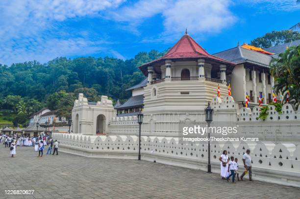 temple of the sacred tooth relic, kandy, sri lanka. - imagebook stock pictures, royalty-free photos & images