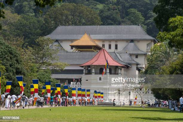 temple of the sacred tooth relic, kandy, sri lanka - dalada maligawa stock photos and pictures