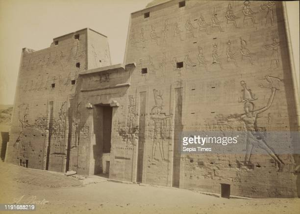 Temple Pylon at Edfu / Edfou, Pylone du Temple, Antonio Beato , 1880 - 1889, Albumen silver print, 25.9 x 36 cm