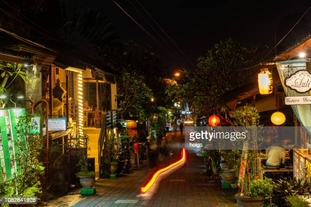 temple royal palace complex street at night in ubud, bali, indonesia - ubud district stock pictures, royalty-free photos & images