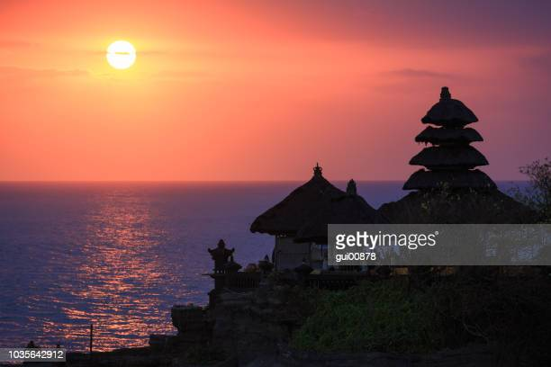 temple tanah lot - tanah lot stock pictures, royalty-free photos & images