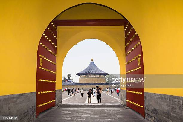 temple viewed through an arch, temple of heaven, beijing, china - temple of heaven stock pictures, royalty-free photos & images