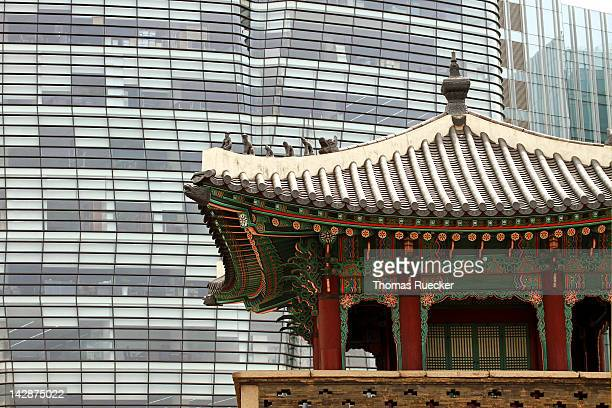 Temple vs modern structure