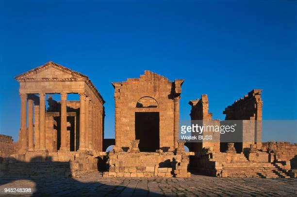 Temples of Minerva, Juno and Jupiter. Temples de Minerve, Junon et Jupiter.