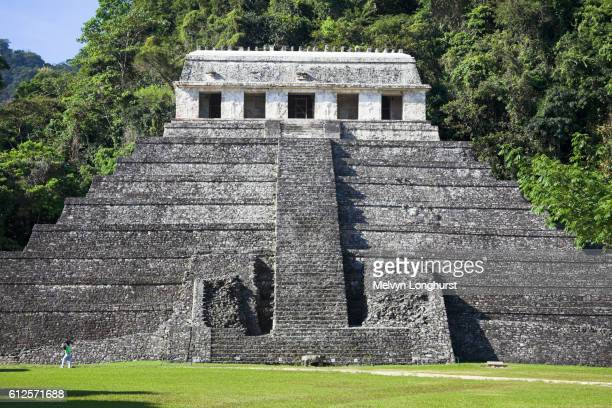 templo de las inscripciones, temple of the inscriptions, palenque archaeological site, palenque, chiapas, mexico - pyramid shapes around the house stock pictures, royalty-free photos & images