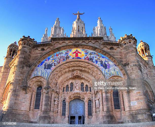 templo expiatorio del sagrat cor - sagrat cor stock pictures, royalty-free photos & images