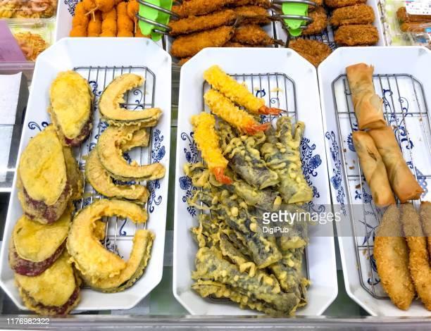 tempura at supermarket in yokohama - 天ぷら ストックフォトと画像