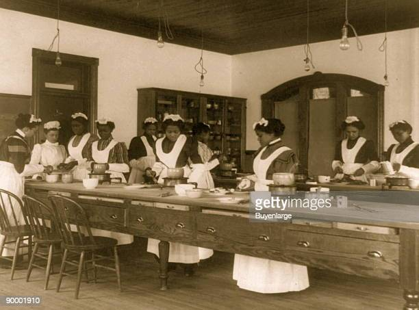 Ten Afro-American women in cooking class at Hampton Institute, Hampton, Va.