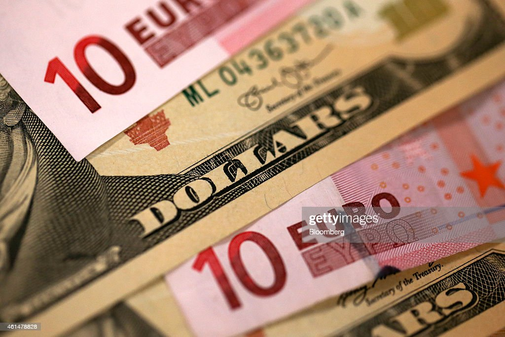 Euro Banknotes As Currency Declines To Nine-Year Low : Nachrichtenfoto