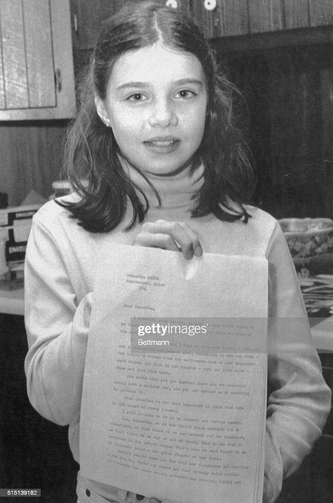 Samantha Smith Holding Letter : News Photo