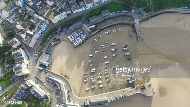 tenby harbour pembrokeshire - coastal feature stock pictures, royalty-free photos & images