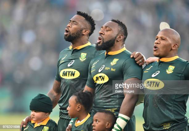 Tendai Mtawarira of the Springboks sings his national anthem prior to kickoff during the 2018 Castle Lager Incoming Series match between South Africa...