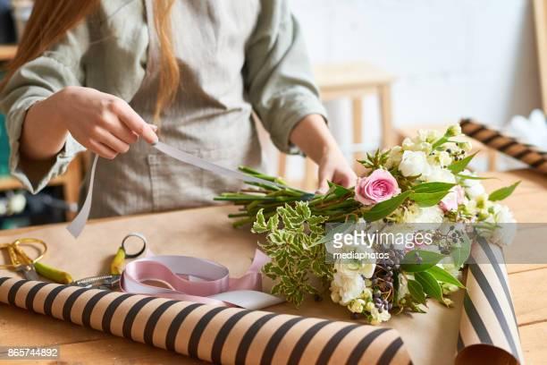 tender bouquet for special occasion - mazzo di fiori foto e immagini stock
