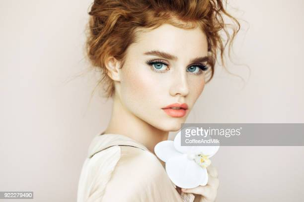 tender portrait of a girl - só uma mulher jovem imagens e fotografias de stock