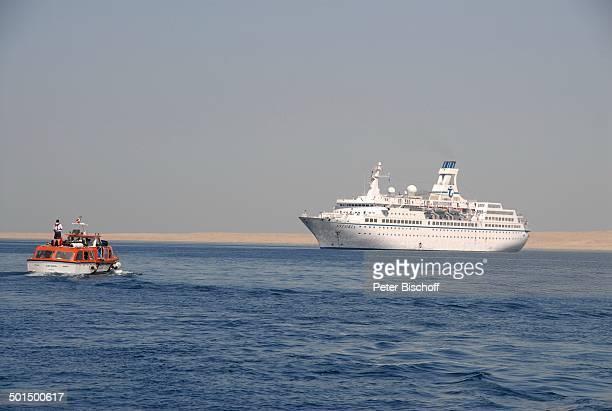 """Tender und Kreuzfahrtschiff MS """"Astoria"""" auf Reede, Asien, Schiff, Wasser, Meer, Reise, BB, DIG; P.-Nr.: 603/2008, ;"""
