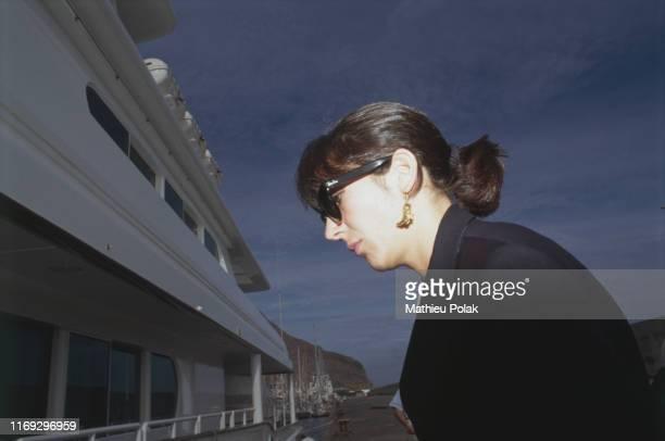 Tenerife Mort du magnat et homme politique britannique Robert Maxwell Ici sa fille Ghislaine Maxwell près du yacht de son père Le Lady Ghislaine Elle...