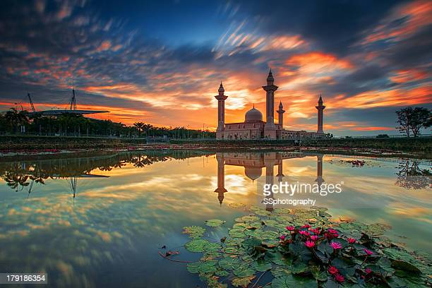 tengku ampuan jemaah mosque - floating mosque stock pictures, royalty-free photos & images