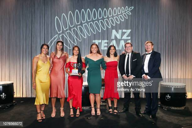 Tenika Willison Rhiarna Ferris Tyla Nathan Wong Niall Williams and Shiray Kaka of the Black Ferns Sevens receive the Lonsdale Cup from Finance...