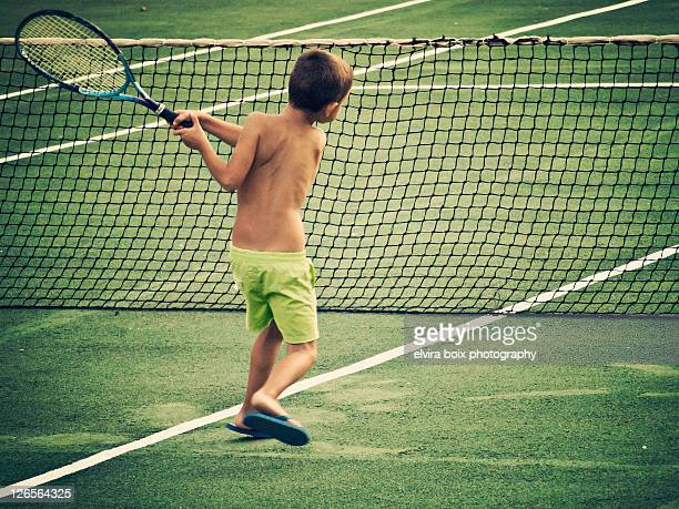 Tenis and distribution / Playing Tennis