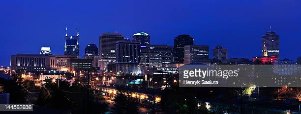 usa, tennessee, nashville, panoramic cityscape at night - nashville skyline stock pictures, royalty-free photos & images