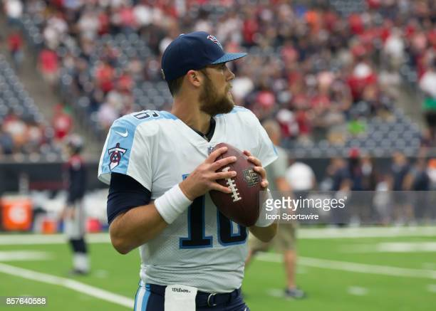 Tennessee Titans quarterback Matt Cassel warms up during the NFL game between the Tennessee Titans and Houston Texans on October 1 2017 at NRG...
