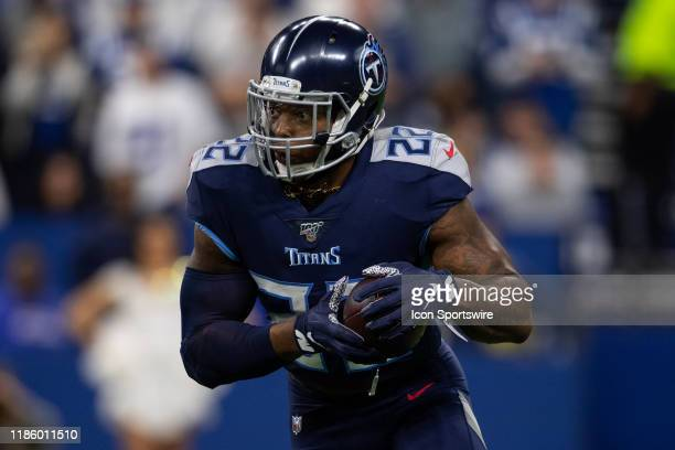 Tennessee Titans running back Derrick Henry runs to the outside during the NFL game between the Tennessee Titans and the Indianapolis Colts on...