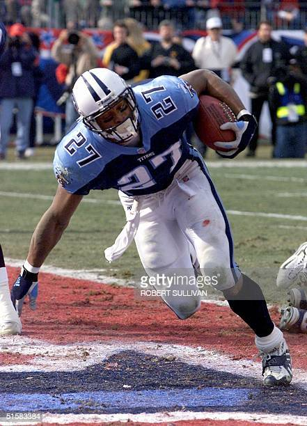 Tennessee Titans' running back Eddie George scores a first quarter touchdown against the Baltimore Ravens 07 January 2000 in their AFC Divisional...