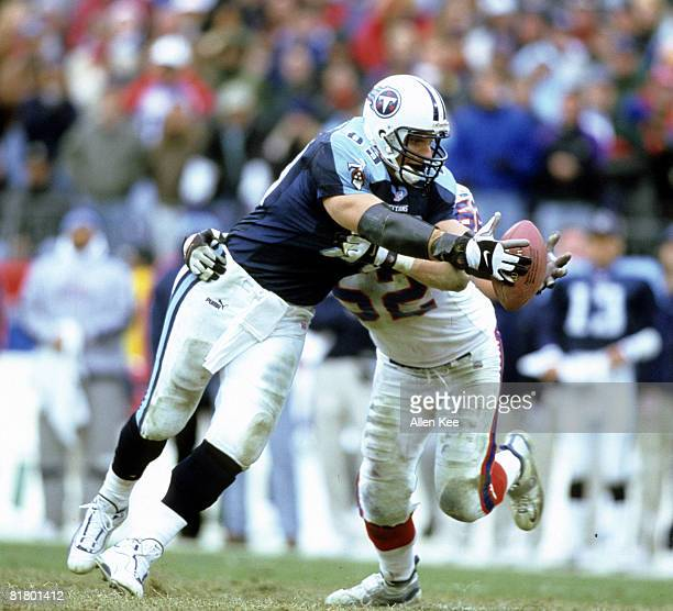 Tennessee Titans tight end Frank Wycheck stretches out to make a catch with Buffalo Bills linebacker John Holocek all over him during the AFC...