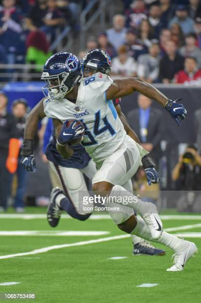 Tennessee Titans Wide Receiver Corey Davis heads up field after receiving a pitch on a reverse end around during the football game between the...