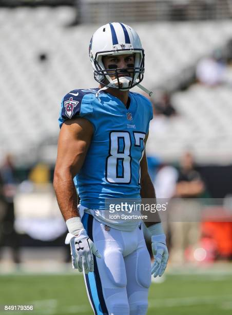 ebf8289c7 Tennessee Titans wide receiver Eric Decker warms up during the game... News  Photo
