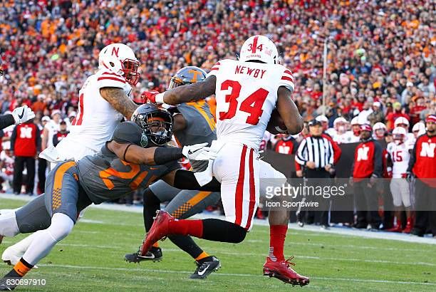 Tennessee Volunteers linebacker Jalen Reeves-Maybin tackles Nebraska Cornhuskers running back Terrell Newby during the first quarter of the Franklin...