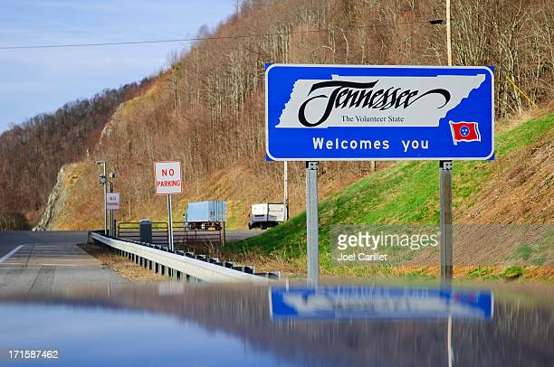 tennessee welcome sign at sam's gap, on i-26 - tennessee stock pictures, royalty-free photos & images