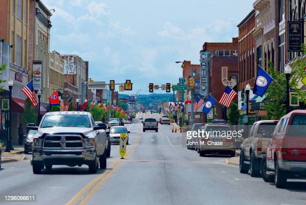 tennessee/virginia state line, middle of state street - virginia us state stock pictures, royalty-free photos & images