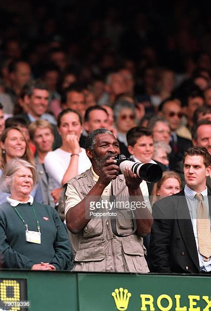 Tennis 2001 All England Lawn Tennis Championships Wimbledon 8th July 2001 Ladies Singles Final Richard Williams the Father and Coach of Venus is...