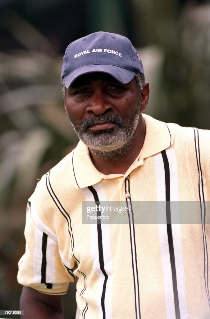 Tennis. 2001 All England Lawn Tennis Championships. Wimbledon. Richard Williams, Father and Coach to Serena and Venus Williams of the USA. : News Photo