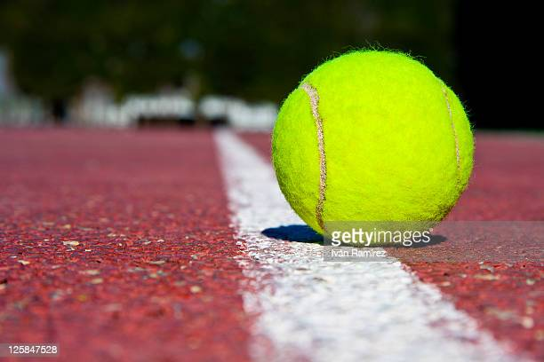 tennis ball on tennis court - tennis ball stock pictures, royalty-free photos & images