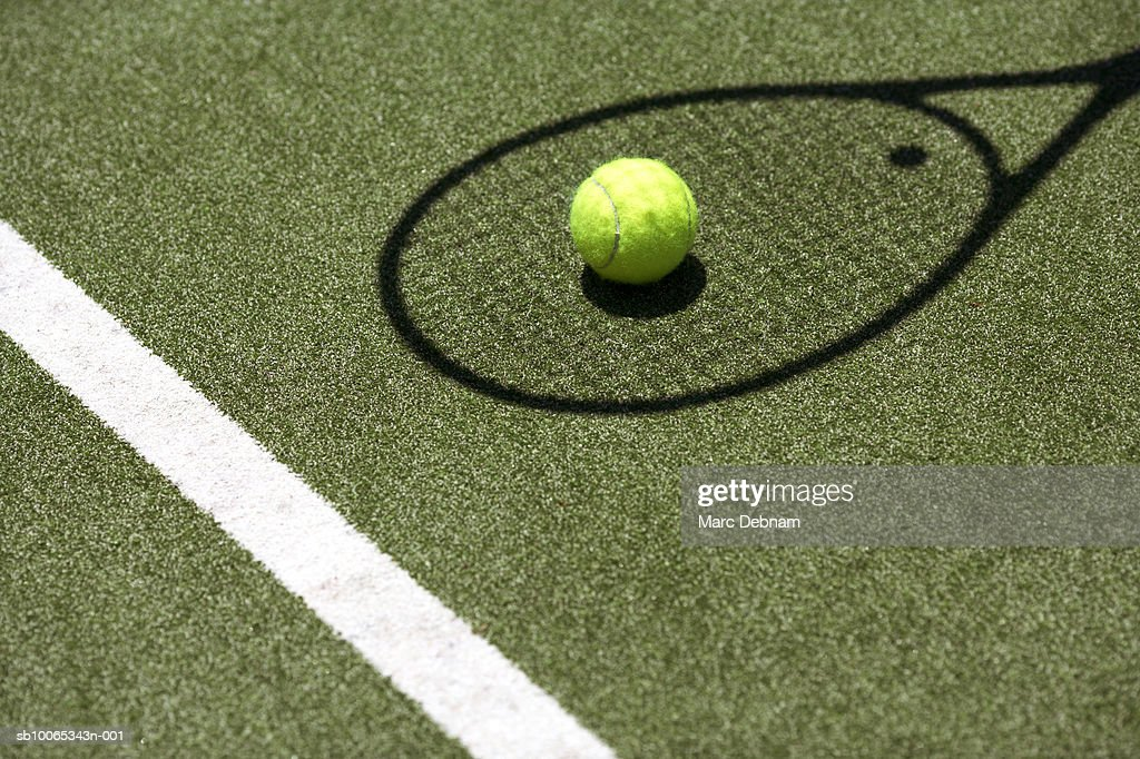 Tennis ball with racket shadow on court : Foto stock