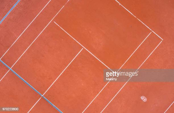 tennis court. aerial view, directly above. drone view. - tennis stock-fotos und bilder