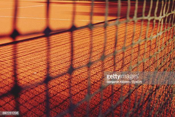 tennis court seen through net - netting stock pictures, royalty-free photos & images