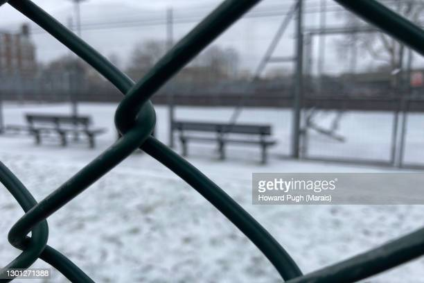 tennis courts chain linked fence - howard pugh stock pictures, royalty-free photos & images