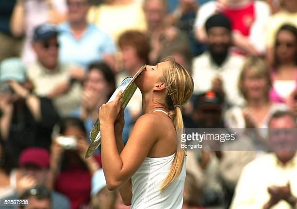 Tennis / Frauen: Wimbledon 2004, London; Finale; Siegerin Maria SHARAPOVA / RUS 03.07.04.
