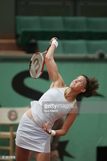 Tennis French Open Lindsay Davenport in action during serve vs BEL Kim Clijsters at Roland Garros Paris FRA 5/29/2005