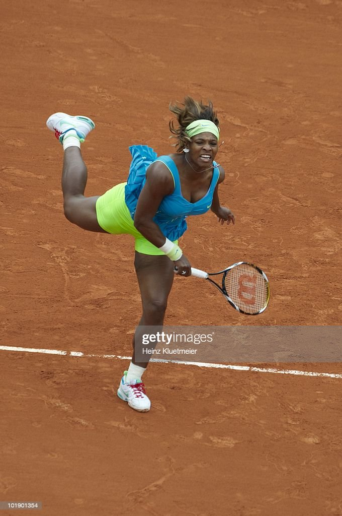 USA Serena Williams in action vs Israel Shahar Peer during Women's Fourth Round at Stade Roland Garros. Paris, France 5/31/2010