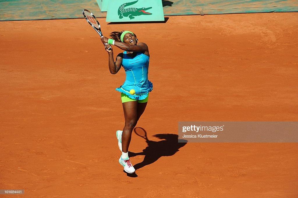 USA Serena Williams in action vs Switzerland Stefanie Voegele during Women's 1st Round at Stade Roland Garros. Paris, France 5/24/2010