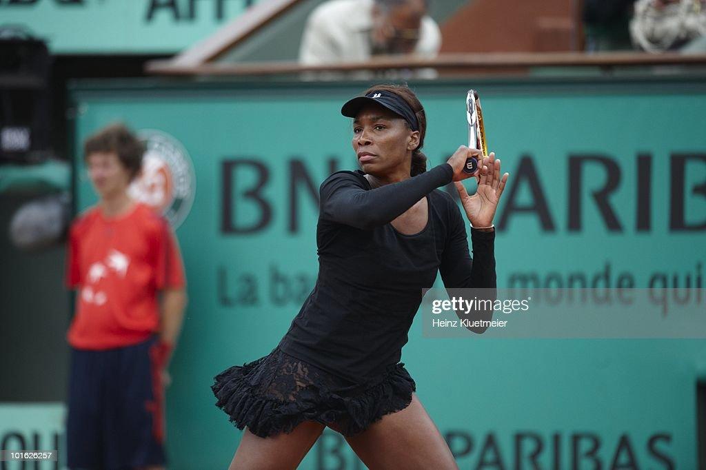 USA Venus Williams in action vs Slovakia Dominika Cibulkova during Women's 3rd Round at Stade Roland Garros. Paris, France 5/30/2010