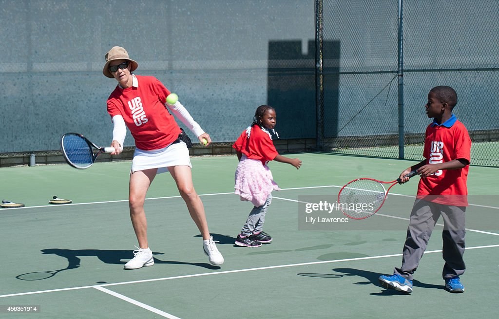 Up2Us Hosts Tennis Clinic For South LA Kids With Tennis Great Pam Shriver : News Photo