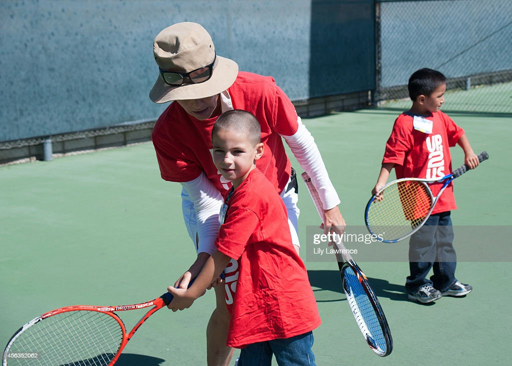 Up2Us Hosts Tennis Clinic For South LA Kids With Tennis Great Pam Shriver : ニュース写真